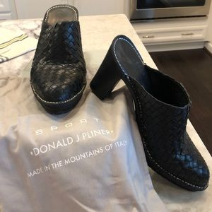 Black Donald Pliner size 10 woven mules